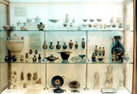 Showcase with findings from the classic cemetery of Thorikos
