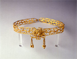 In the middle of the gold diadem the naked, winged Eros is depicted