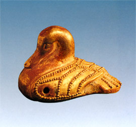View of the golden jewel in duck shape